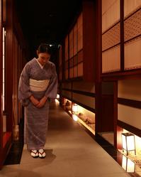店內服務員都是穿著和服,店内服务员都是穿着和服,the waitress wears Kimono