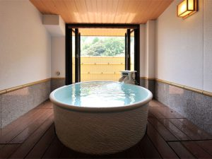 可以使用私人溫泉澡堂,可以使用私人温泉澡堂,the private hot spring bathroom is available
