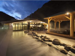 屋頂露天溫泉,屋顶露天温泉,the outdoor hot spring on the rooftop of the building